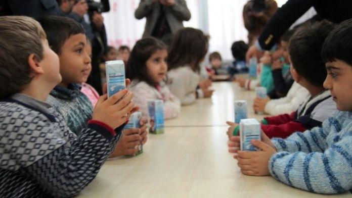 Van'da Okul Sütü Dağıtımı