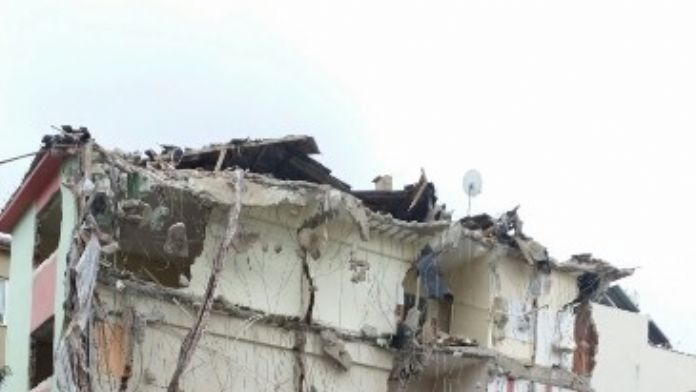 Çürük Kamu Binaları Yıkılıyor