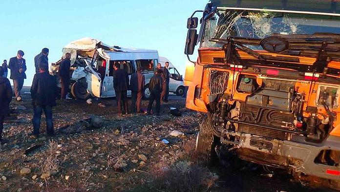 Diyarbakır'da katliam gibi kaza : 5 ölü