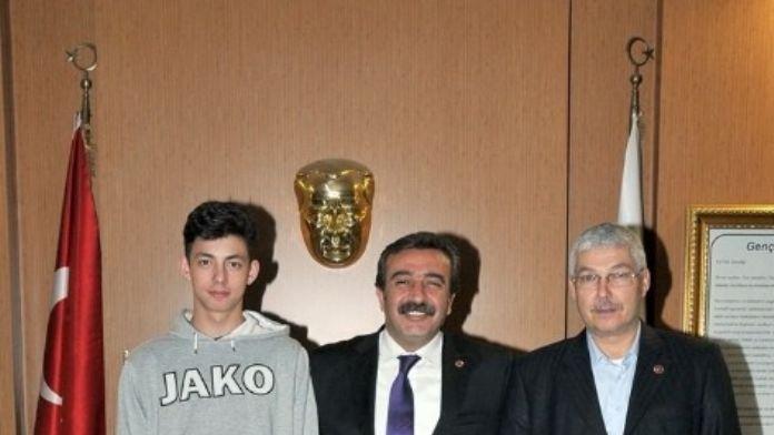 Başkan Çetin'den Milli Sporculara Destek