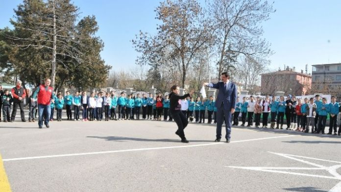Başkan AK, Çocuklarla Mendil Kapmaca Oynadı