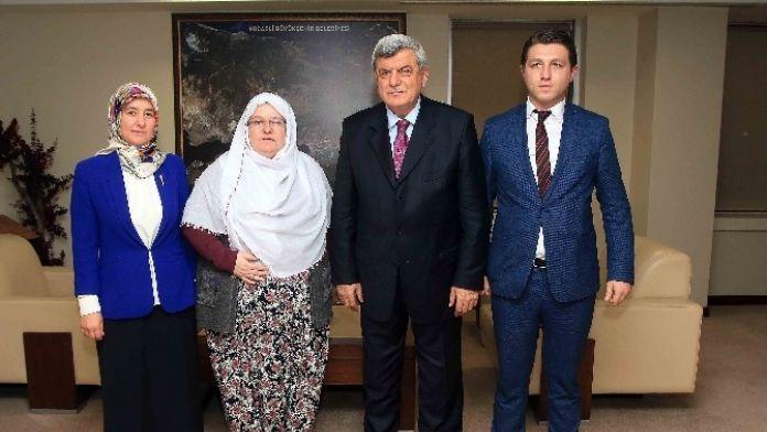 Başkan Karaosmanoğlu, 'Zeynep Başkan Herkese Örnek Olmalı'