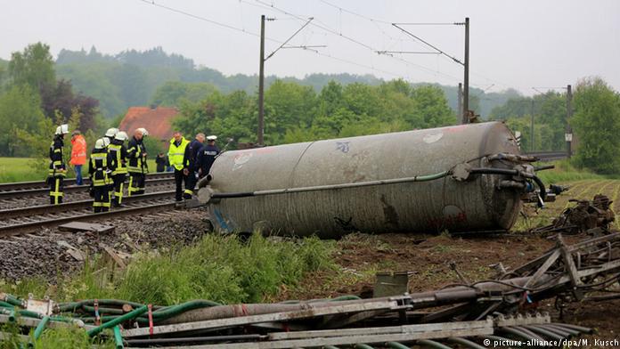 Almanya'da tren kazası : 8 ölü