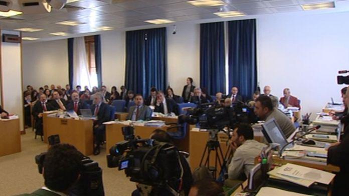 Komisyonda 'usul' tartışması