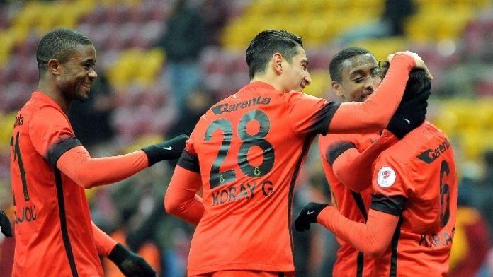 Galatasaray, Kupada Moral Arıyor