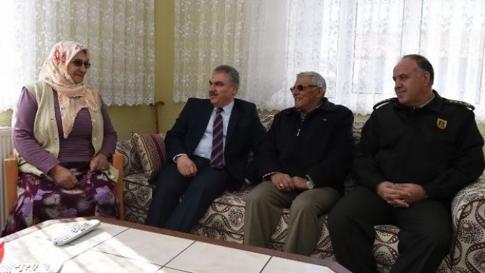 Uşak Valisı Okur'dan Şehit Ailesine Ziyaret