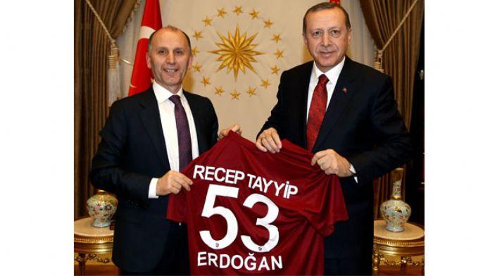 Başkan Usta'dan Erdoğan'a Trabzonspor forması