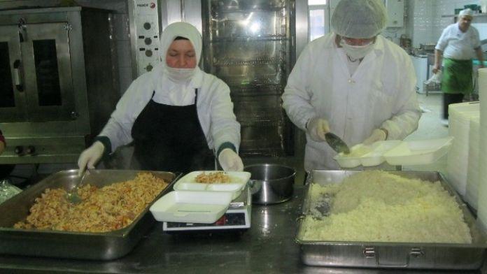 Belediyeden Bir Ayda 3 Bin 700 Kişilik Cenaze Yemeği