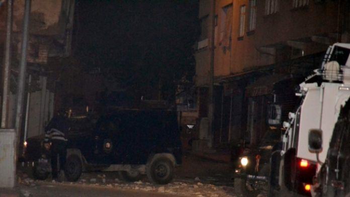 Polis aracına terör saldırısı : 2 polis yaralı