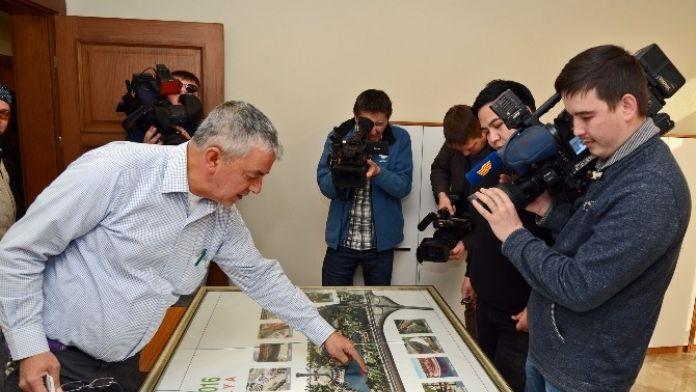Kazakistanlı Gazeteciler EXPO 2016 Alanında