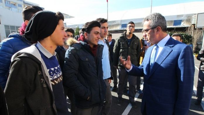 Başkan Köşker Deneyimlerini Gençlerle Paylaştı