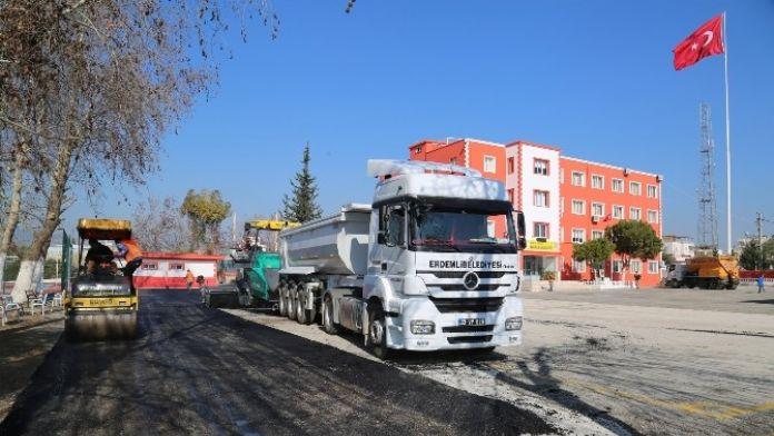 Erdemli'de Okul Bahçeleri Asfaltlanıyor