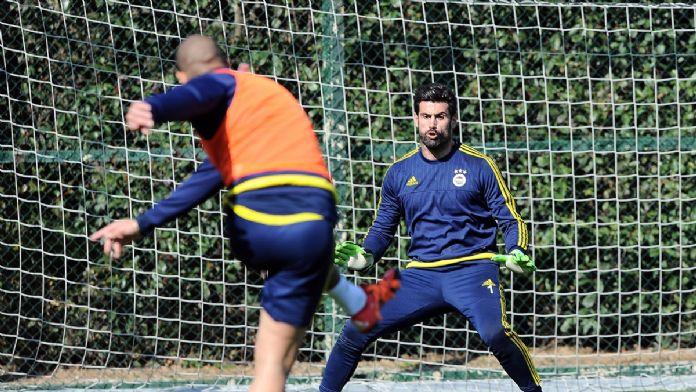 Fenerbahçe'de Van Persie takımla çalıştı