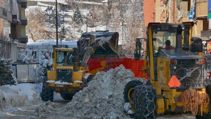Hakkari'de Kar Ve Buzla Mücadele Çalışması Başlatıldı