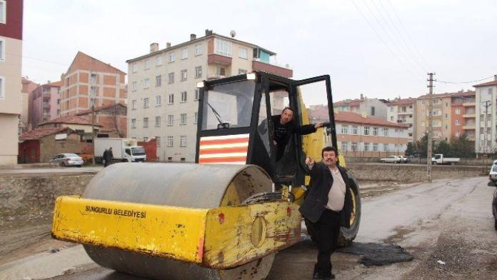 Sungurlu'da Bozulan Yollara Bakım Yapılıyor