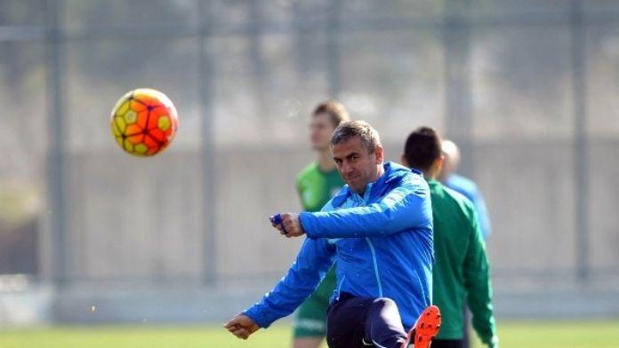 Hamzaoğlu: 'Bursaspor'un Daha Büyük Düşünmesi Gerekiyor'