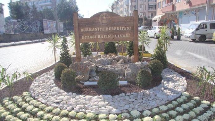 Burhaniye'de Caddelere Belediye Güzelliği