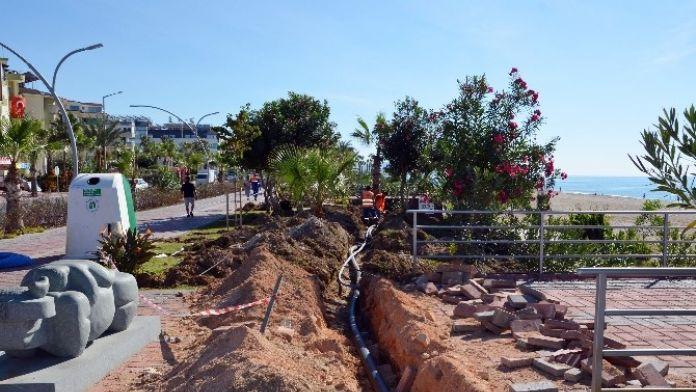 Alanya Sahil Şeridi Sezona Hazırlanıyor