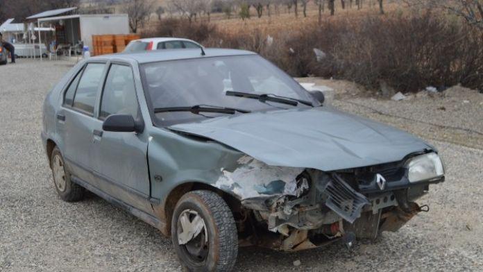 Besni İlçesinde Trafik Kazası: 2 Yaralı