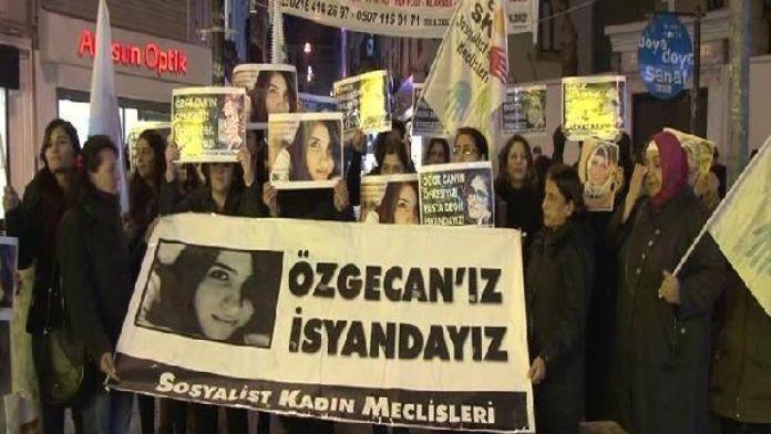 Özgecan Aslan Kadıköy'de anıldı...