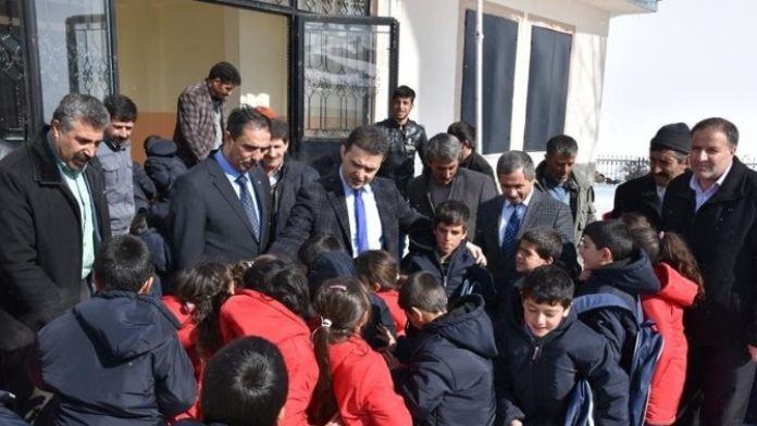 Köprüköy Kaymakamlığı 224 Öğrenciye Yardımda Bulundu