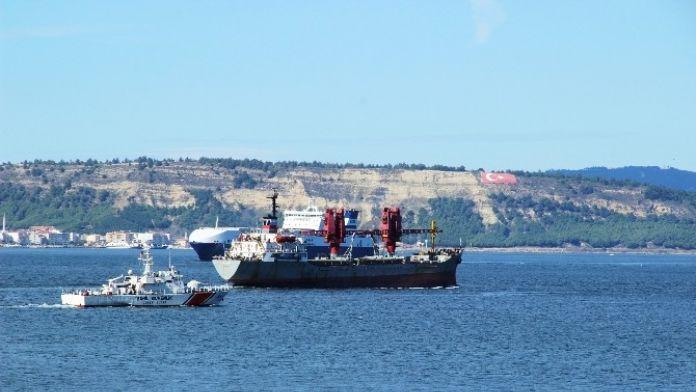 Doç. Dr. Naim Demirel: 'Türkiye Rus Gemilerin Boğazdan Geçişini Yasaklayabilir'