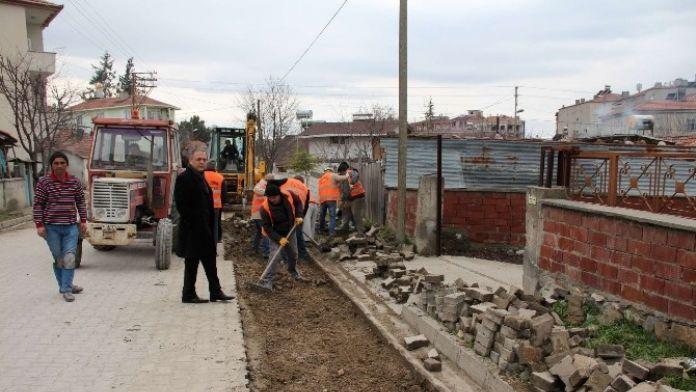 Belediye Hizmetlerini Makam Odası Yerine Sokaklarda Yönetiyor