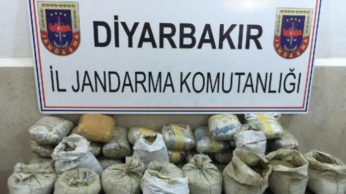 Diyarbakır'da bir araçta 50 kilo esrar, 2 tutuklama