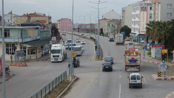 Kara Yolundaki Trafik Işıkları Sırası Şoförleri Çileden Çıkartıyor