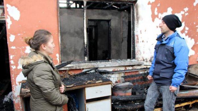 Sigaradan çıkan yangın 3 evi kül etti