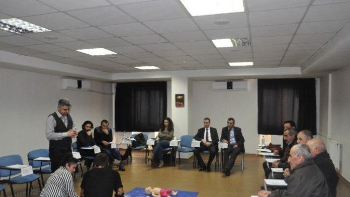 Tunceli'de Gazeteci Ve İl Özel İdare Çalışanlarına Temel İlkyardım Eğitimi