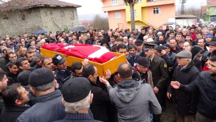 17 yıllık polis kendini öldüren oğluyla yan yana gömüldü