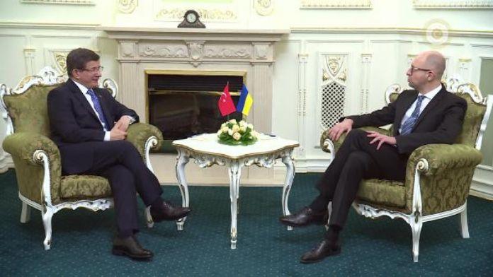 Davutoğlu, Arseniy Yatsenyuk ile görüştü