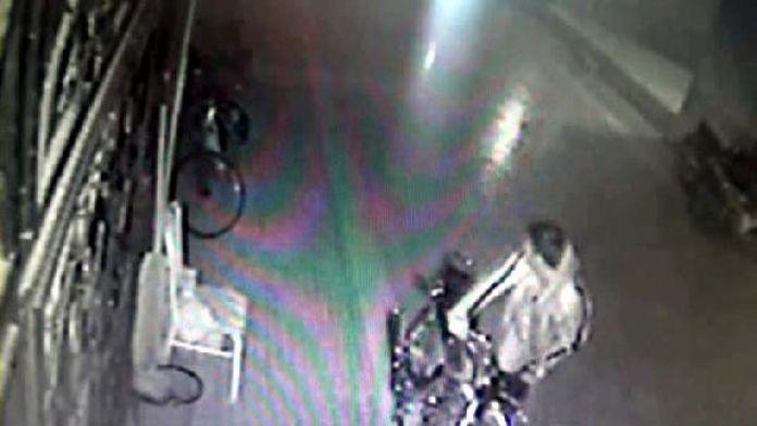 Sitedeki 3 motosiklet hırsızlığı güvenlik kamerasında