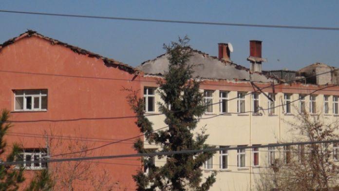 Teröristler yine okul yaktı