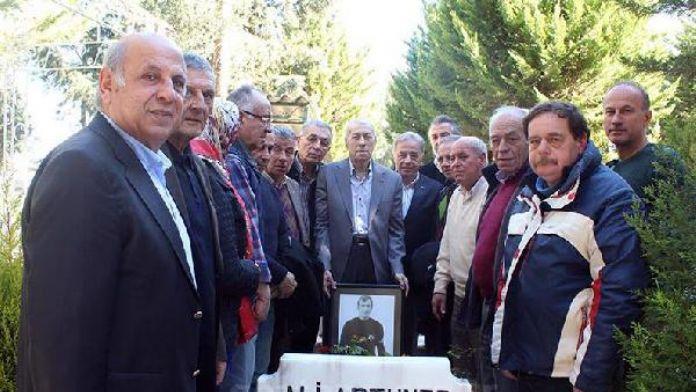 Göztepe Ali Artuner'i mezarının başında andı