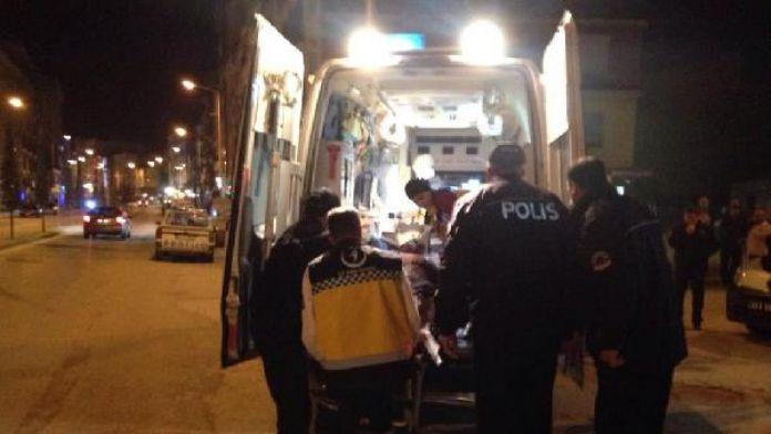 Cadde üzerinde 4 kişi tarafından bıçaklandı