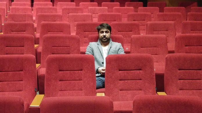 'Uzun Hikaye' tiyatro sahnesinde