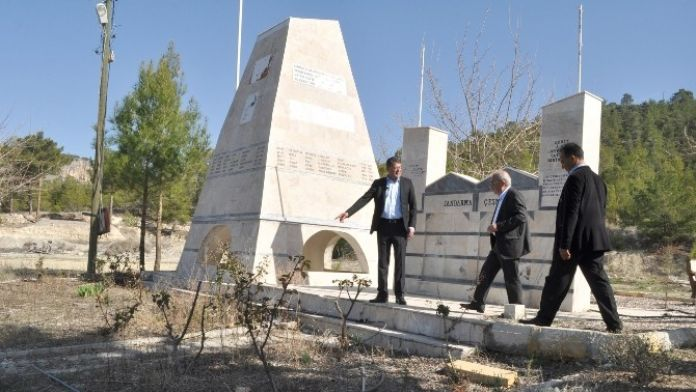 Başkan Turgut Şehitlik Anıtını İnceledi