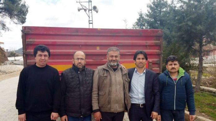 (Özel Haber) AK Parti Yardım Tır'ını Türkmen Komutanına Teslim Etti