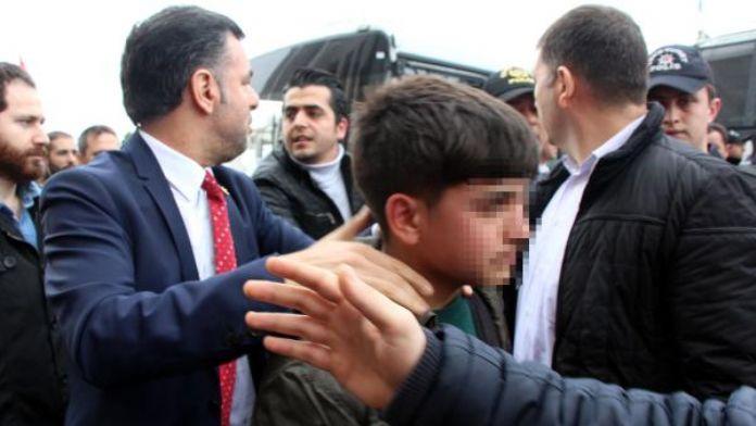 (Fotoğraf Yeniden) - Dilek Doğan Davası öncesi adliye önünde polis müdahalesi