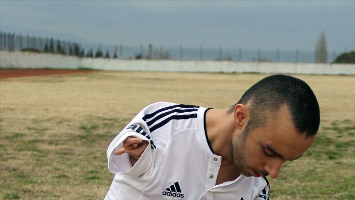 Engelli milli yüzücünün futbol sevgisi