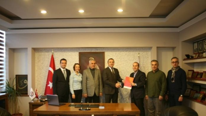 Berto İle İzmir Üniversitesi Arasında Sağlık Sözleşmesi