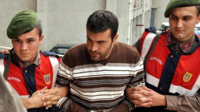 Eşini 33 bıçak darbesiyle öldüren madencinin yargılanmasına başlandı