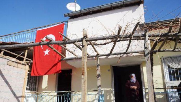 Şehit olduğu haberi gelince patikadan gidilen evine yol açıldı- ek fotoğraf