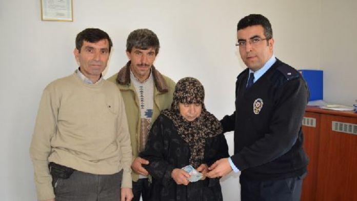 Yerde bulduğu 3 bin lirayı sahibi 72 yaşındaki kadına teslim etti