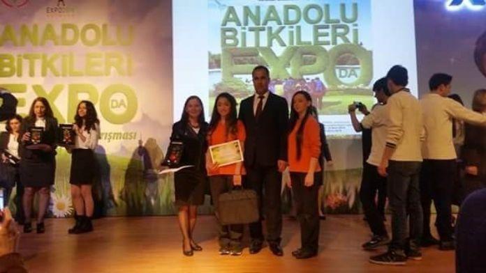 Ayvalıklı Öğrenciler, 'Anadolu Bitkileri EXPO'dan Ödülle Döndü