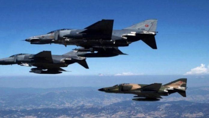 Sınırda 12 F-16'yla devriye uçuşu