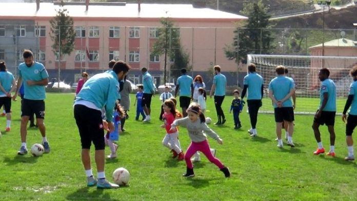 Anaokulu Öğrencilerinden Giresunspor'a Ziyaret