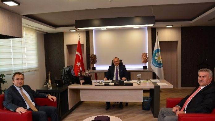 Başkan Ergün Selendi Belediye Başkanı Savaş'ı Ağırladı